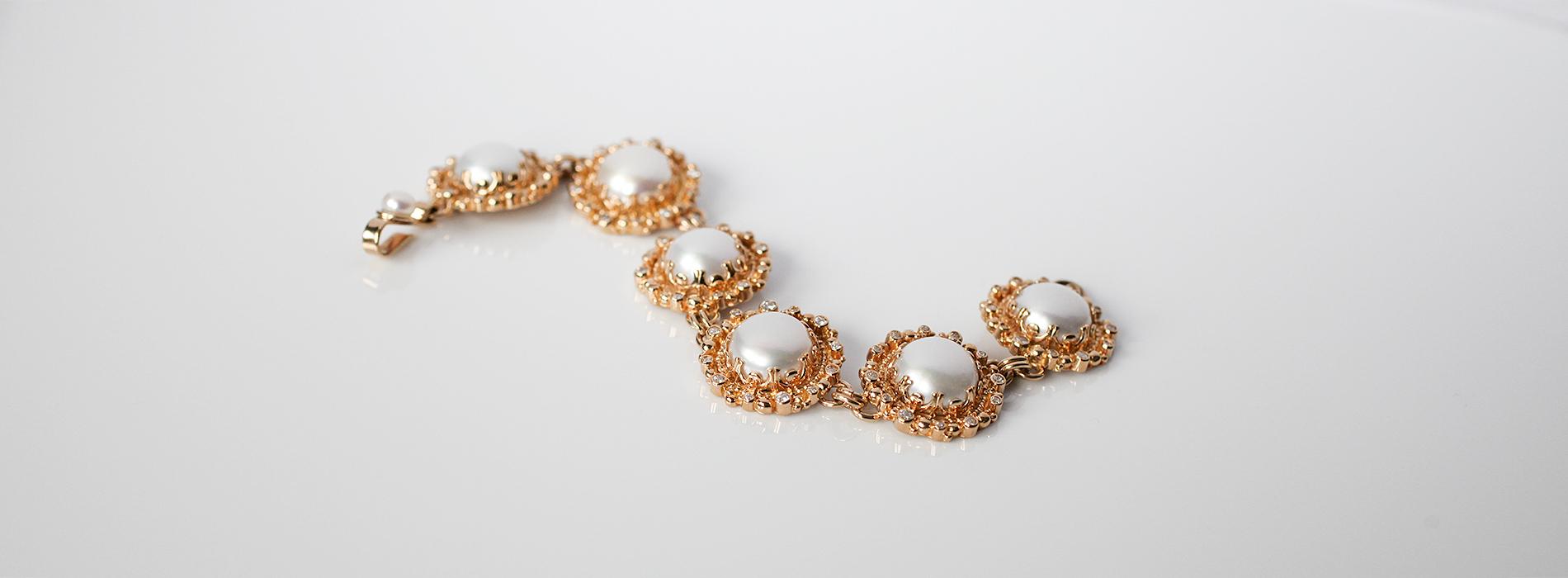 Złota bransoleta z perłami