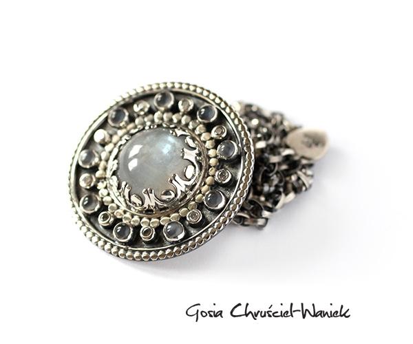 Naszyjnik z kamieniem księżycowym