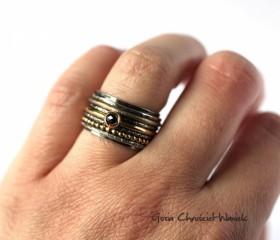 Czarno-złota obrączka z diamentem
