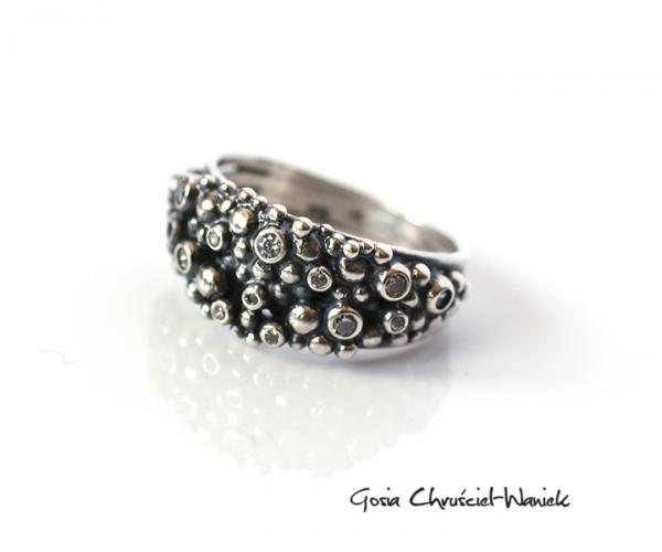 Srebrny pierścionek Srings