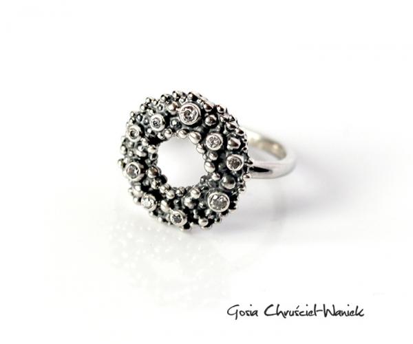 Pierścionek ze srebra z cyrkoniami