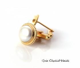 Złocone spinki z perłami