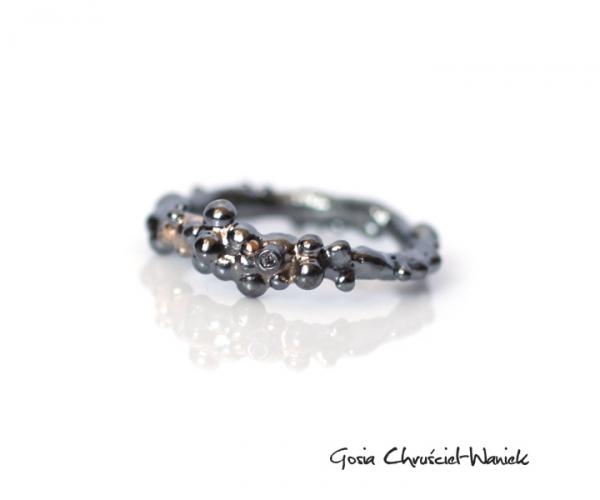 Srebrny pierścionek z dodatkiem złota i diamentem
