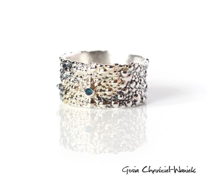 Srebrno złoty pierścionek z diamentem