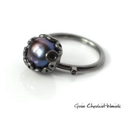 Pierścionek z czarną perłą i cyrkonią