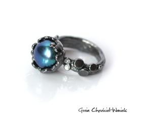 Organiczny pierścień z turkusową perłą