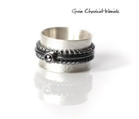 """""""Black & White"""" srebrny pierścień z diamentem"""