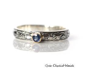 Srebrny pierścionek z szafirem i złotem