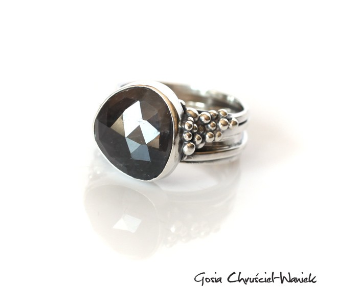 Srebrny pierścionek z naturalnym szafirem