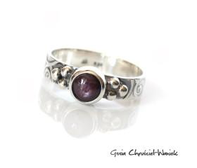 Retro pierścionek z rubinem