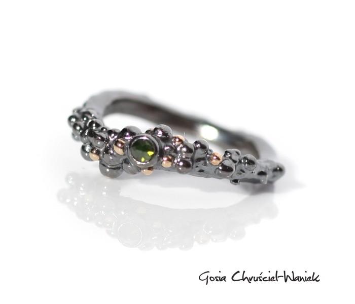 Srebrny pierścionek z diamentem