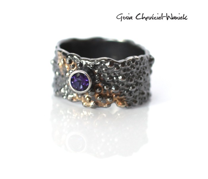 Srebrno - złoty pierścionek z topazem Blue Passion
