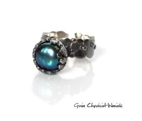 Pierścionek z kolekcji Paths z piękną perłą