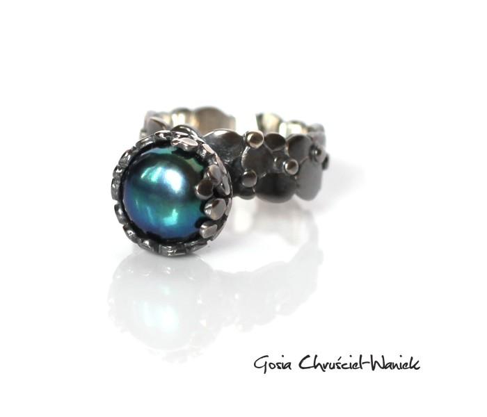 Organiczny pierścionek z turkusową perłą