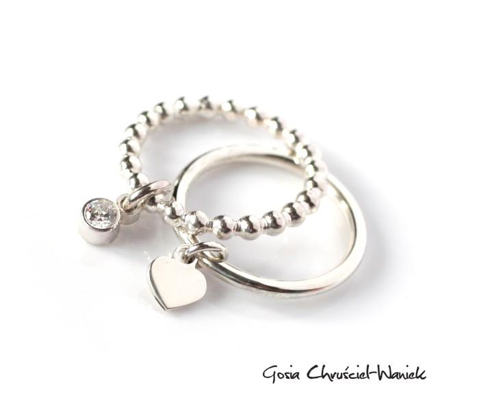 Srebrne pierścionki z charmsami