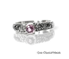 Srebrny pierścionek z różowym szafirem