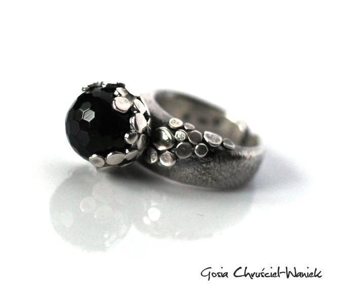 Srebrny pierścionek z onyksem