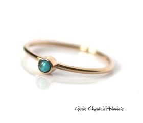 Złoty pierścionek z naturalnym turkusem