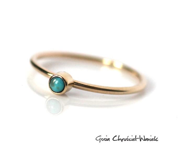 Złoty pierścionek z turkusem