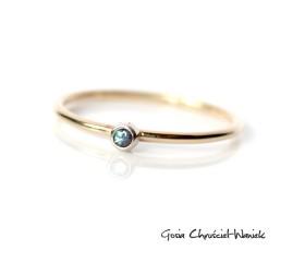 Dwukolorowy złoty pierścionek z aleksandrytem
