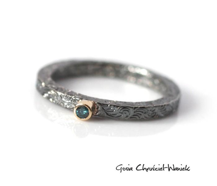 Niebieski brylant, pierścionek