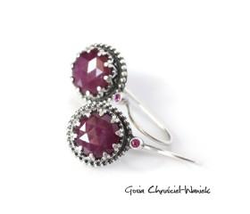 Srebrne kolczyki z rozetami rubinowym