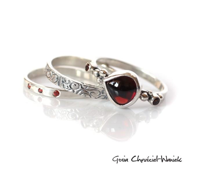 Srebrne pierścionki z granatami