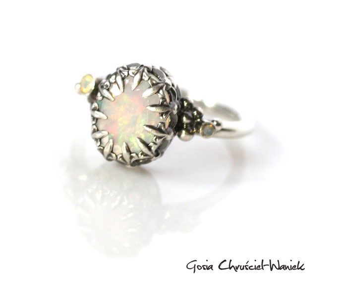Srebrny pierścionek z opalem