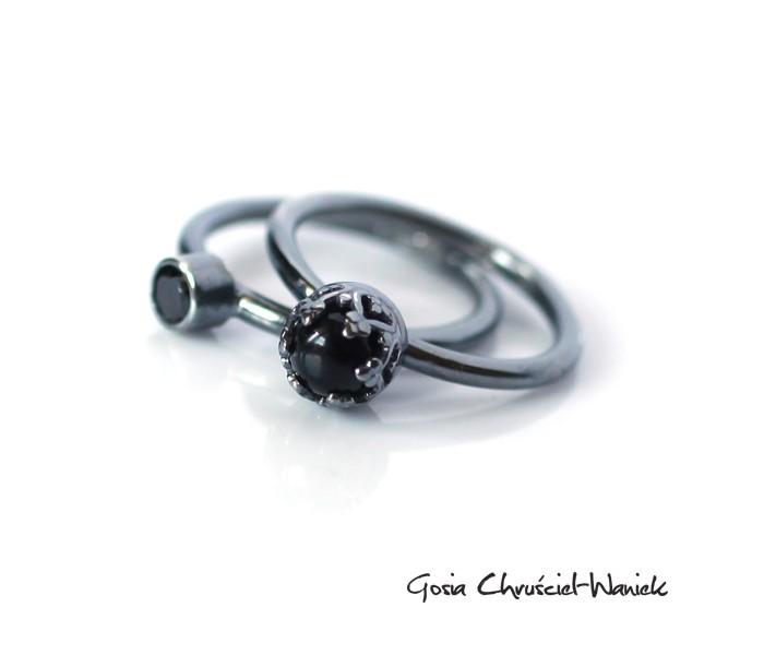 Srebrne pierścionki w stylu retro z onyksem i cyrkonią