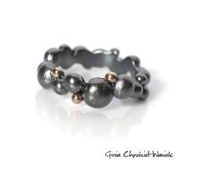 Bubble – srebrny pierścionek ze złotymi kuleczkami