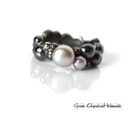 Bubble – organiczna obrączka z perłami i złotem