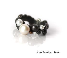 Bubble Ring z białymi perłami i złotem