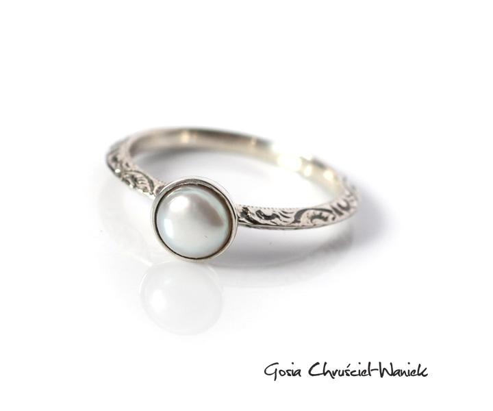 7dd050e31a Pierścionek z białą perłą słodkowodną