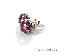 Fasetowane rubiny w ażurkach