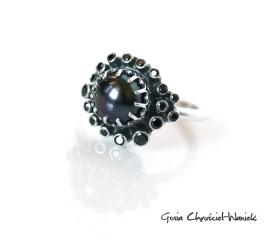 Pierścionek z czarną perłą i cyrkoniami