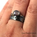 Oksydowany pierścień z rubinem
