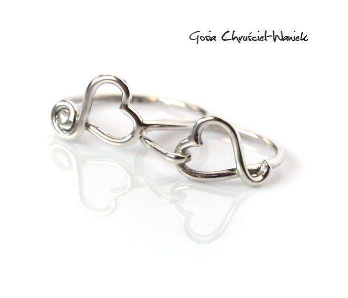Srebrne pierścionki z serduszkami