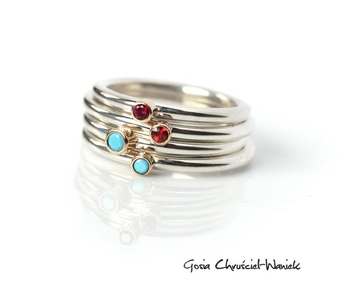 Srebrno złote pierścionki z czerwonym szafirem i cyrkoniami