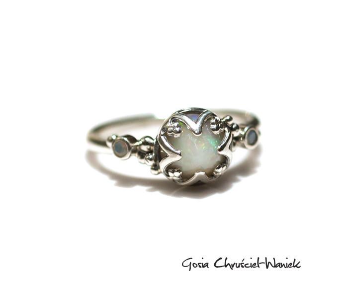 Srebrny pierścień z opalem