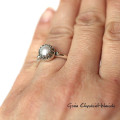 Pierścionek z fasetowaną perłą