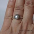 Retro pierścionek z fasetowaną perłą