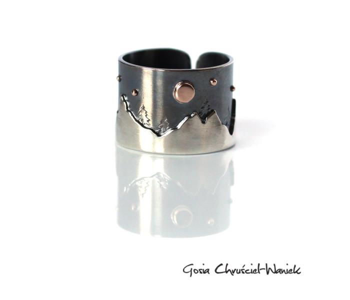 Srebrno-złoty pierścionek z górami