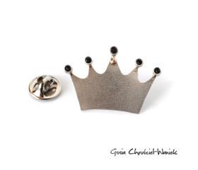 Pin – korona ze złotą kulką i kryształami Swarovskiego