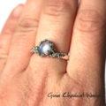 Pierścionek z kamieniem księżycowym, srebrem i złotem
