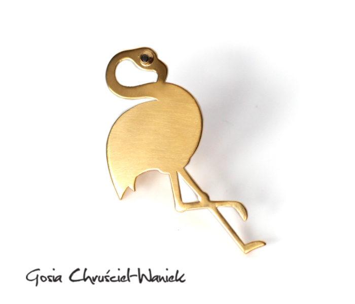 Złoty flaming - pin, przypinka