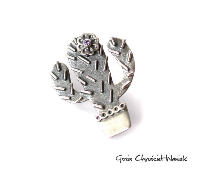 Srebrna przypinka kaktus z kwiatkiem