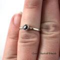 Złoty, zaręczynowy pierścionek z czarnym diamentem