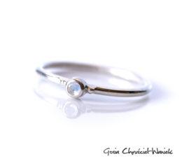 Landrynki – pierścionek z kamieniem księżycowym