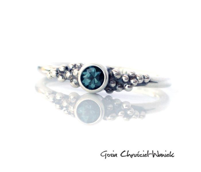 Srebrny pierścionek ze spinelem