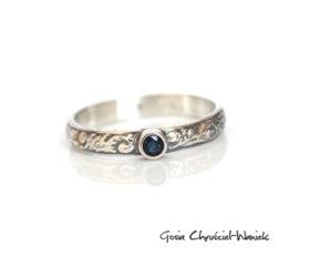 Srebrny pierścionek z pięknym szafirem